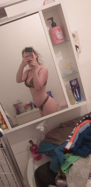 Amyra lesbian hook up Inver Grove Heights, MN